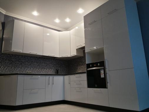 Угловая кухня глянцевая белая эмаль