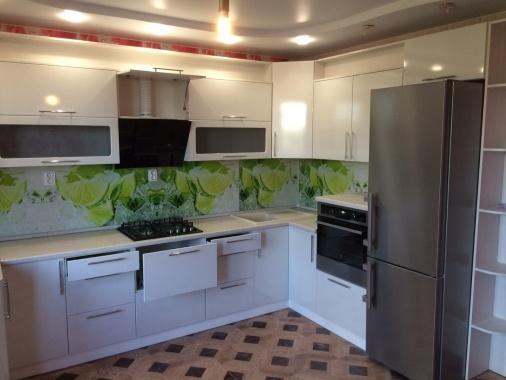 Белая кухня угловая