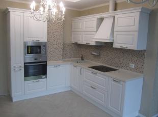Угловая кухня массив белый