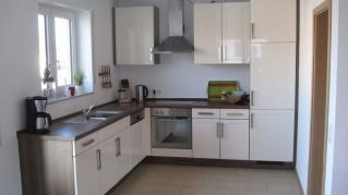 Угловая кухня на заказ эмаль