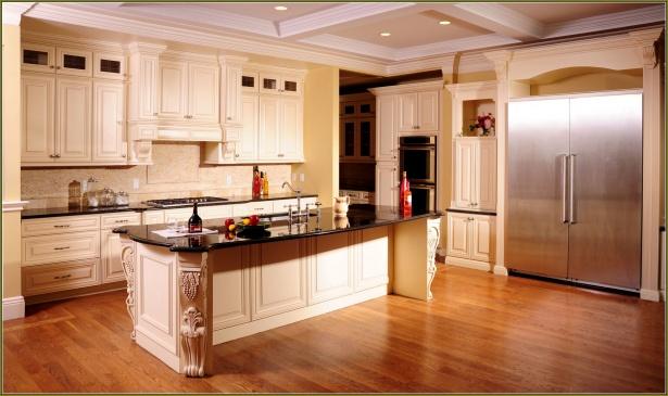 Угловая кухня в классическом стиле на заказ