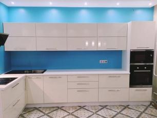 Угловая кухня на заказ глянцевая